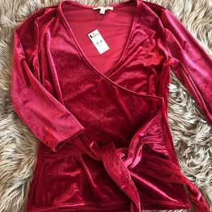 Women's holiday cross top by Express size S